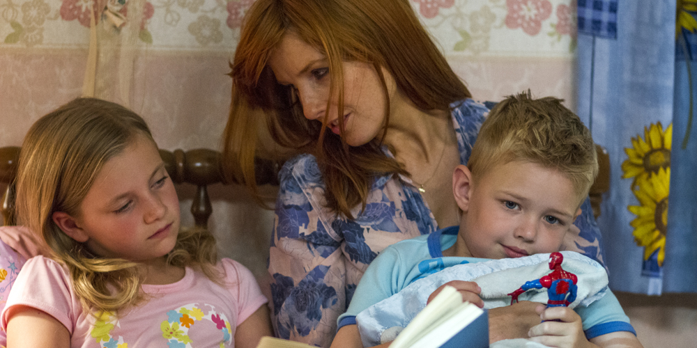Mamma Sonja (Kelly Reilly) med Colton og Cassie (Lane Styles) i «Heaven is for Real». Foto: UIP