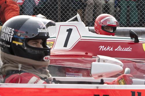 James Hunt (Chris Hemsworth) og Niki Lauda (Daniel Bruhl) i «Rush». Foto: Nordisk filmdistribusjon.