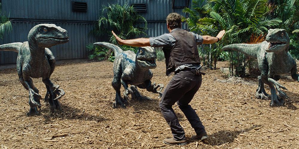 Owen Grady (Chris Pratt) trener dinosaurer i «Jurassic World». Foto: UIP.