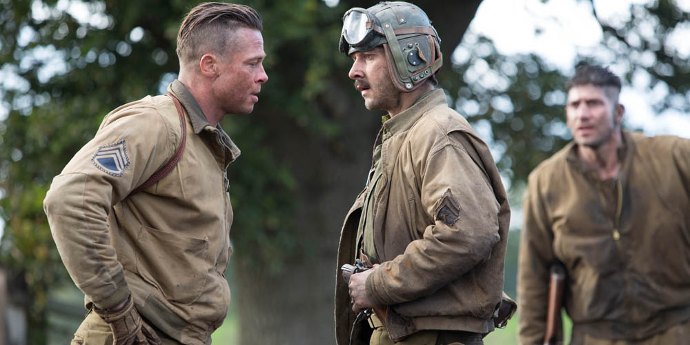 Brad Pitt (Wardaddy) og Shia LaBeouf samtaler. Foto: United International Pictures