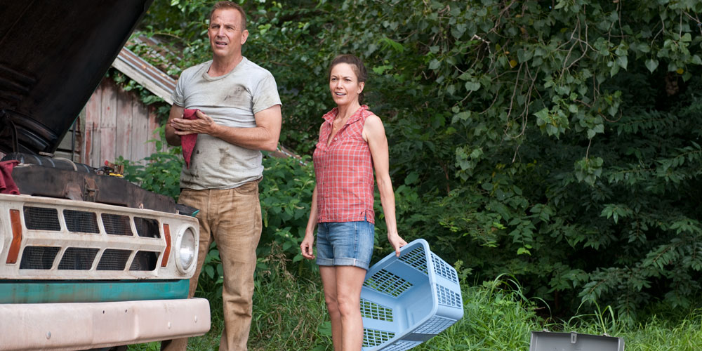 Jonathan Kent (Kevin Costner) og kona Martha (Diane Lane) i «Man of Steel». Foto: Warner Bros. Pictures/ SF Norge AS