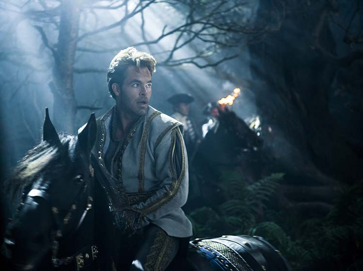 Chris Pine spiller prinsen til Askepott i «Into the Woods». Foto: Disney Enterprises Inc.
