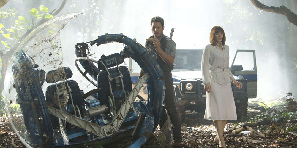 Owen Grady (Chris Pratt) og Calire Dearing (Bryce Dallas Howard) i «Jurassic World». Foto: UIP.